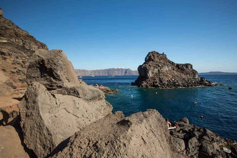 Diving in Santorini: a dramatic underwater landscape